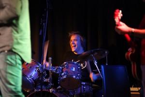 Ted op drums.